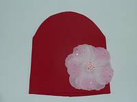 Шапочка красная с цветочком