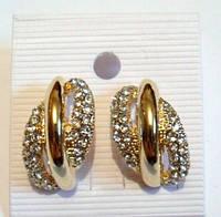 Золотистые серьги с кристаллами классические