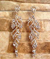 Красивые серьги с кристаллами под вечерний наряд