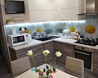 Современная угловая кухня со встроенной техникой, фото 1