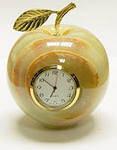 Яблоко с часами из оникса (7,5х7,5х7,5 см)