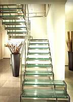 Стеклянные лестницы с 2-мя несущими по бокам