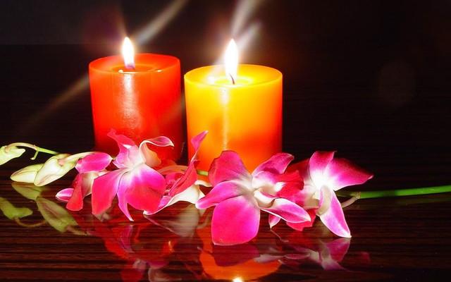 Свечи хозяйственные и декоративные, керосиновые лампы, подсвечники