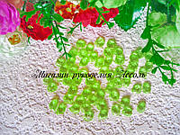 Бусины лепесток светло-зелёный