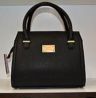 Маленькая черная сумочка с принтом