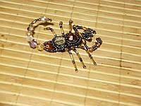 Брошь скорпион из биссера и камней ручной работы