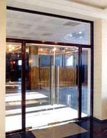 Входная группа- стеклянные двери