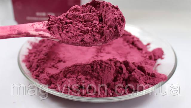 Свекла является великолепным питанием для красных кровяных шариков из-за содержания железа высокого качества. Самым положительным свойством химических элементов в красной свекле является то, что в ней содержится более 50 % натрия и только 20 % кальция. Это соотношение ценно для поддержания растворимости кальция, в особенности, когда вследствие употребления вареной пищи, в организме накопился неорганический кальций в кровеносных сосудах, например, при расширении и затвердении вен или сгущении крови, вызывающих высокое давление крови и другие виды нарушения сердечной деятельности.