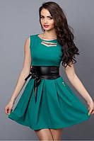 Молодежное летнее платье зеленое с кожаным поясом