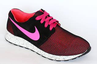 Женские кроссовки розовые с черной сеткой