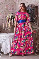 Очаровательное платье в цветочный принт  на малиновом фоне