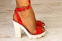 Кожаные красные босоножки на тракторной подошве и устойчивом каблуке, фото 1