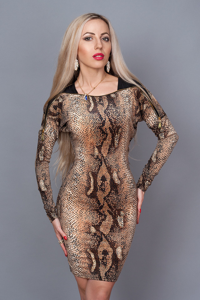 """Облегающее эффектное платье с расцветкой """"под змею"""" 44-46"""