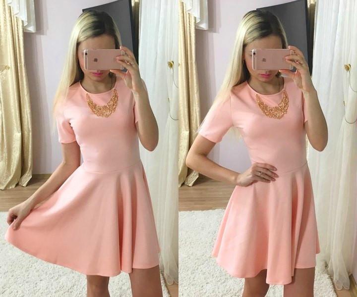 Платье с клешной юбкой и коротким рукавом