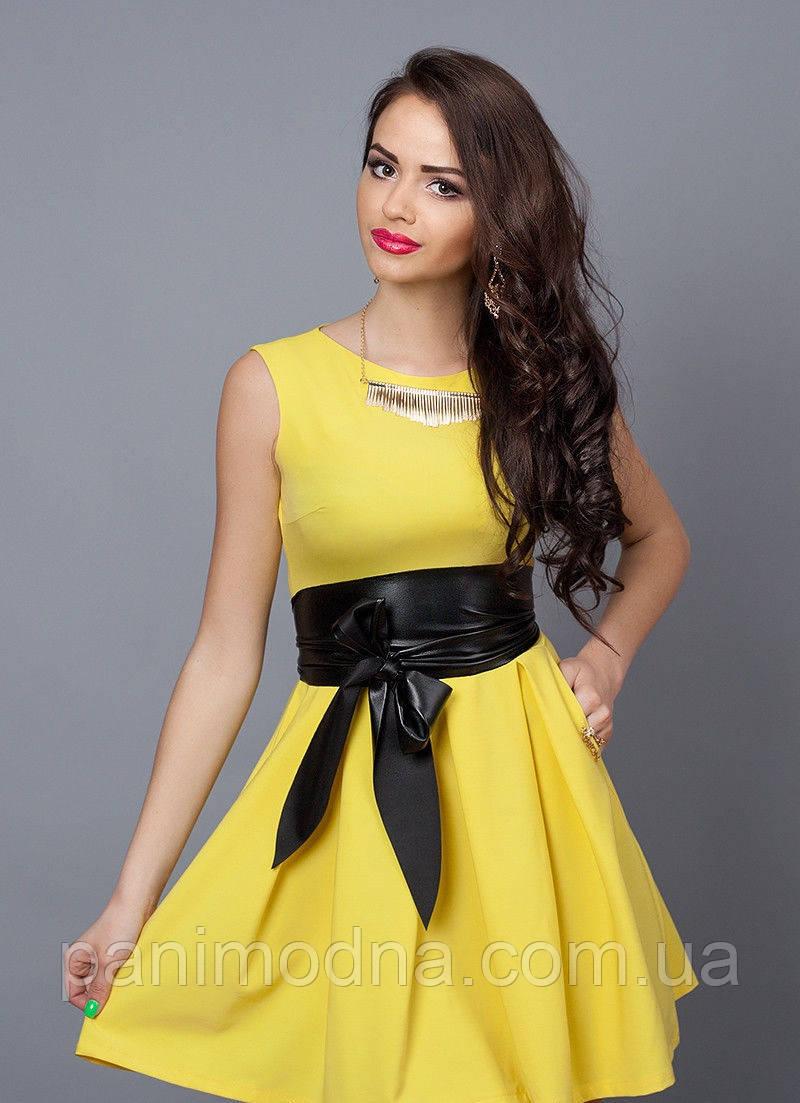 4ab210cf7b030fd Стильное молодежное платье декорировано кожаным поясом -