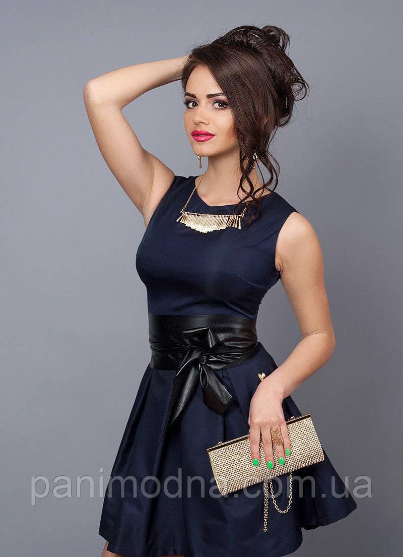 2630d132e9fd1d1 Стильное молодежное платье декорировано кожаным поясом -