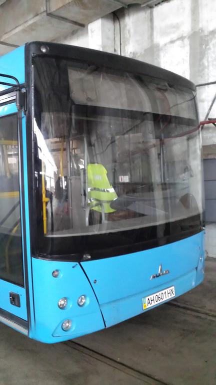 Замена лобового стекла на автобус МАЗ 226 в Харькове 4