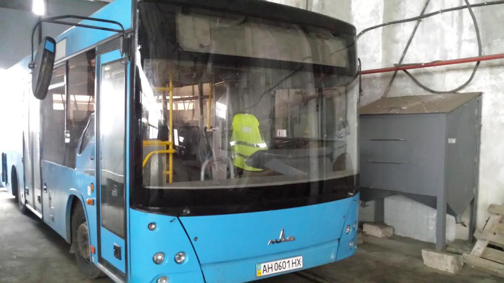 Замена лобового стекла на автобус МАЗ 226 в Харькове 6