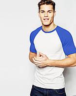 Белая мужская футболка с синим рукавом