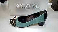 KOTYL зеленые замшевые туфли на низком каблуке