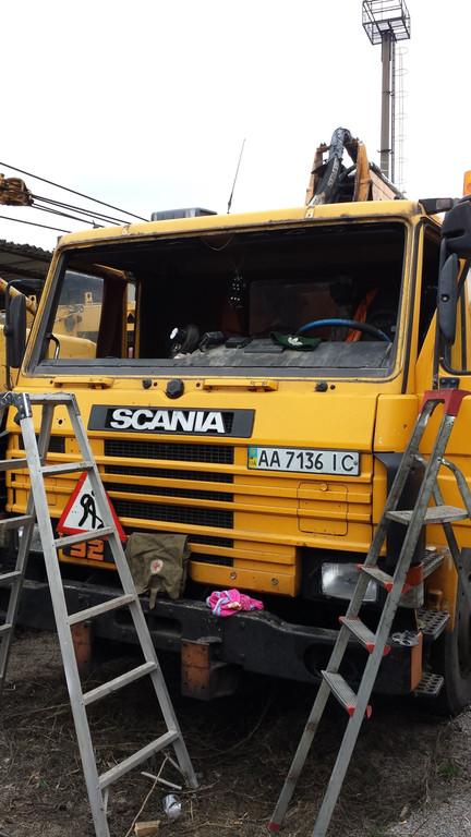 Замена лобового стекла на грузовике Scania серия 3 в Орджоникидзе