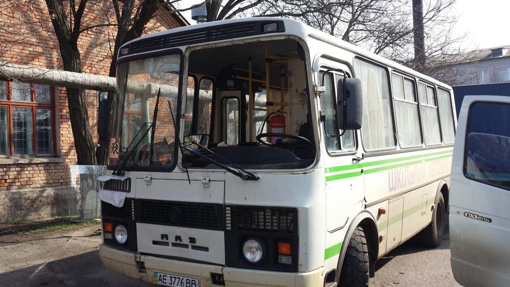 Замена лобового стекла на автобусе ПАЗ 3205 в Томаковке