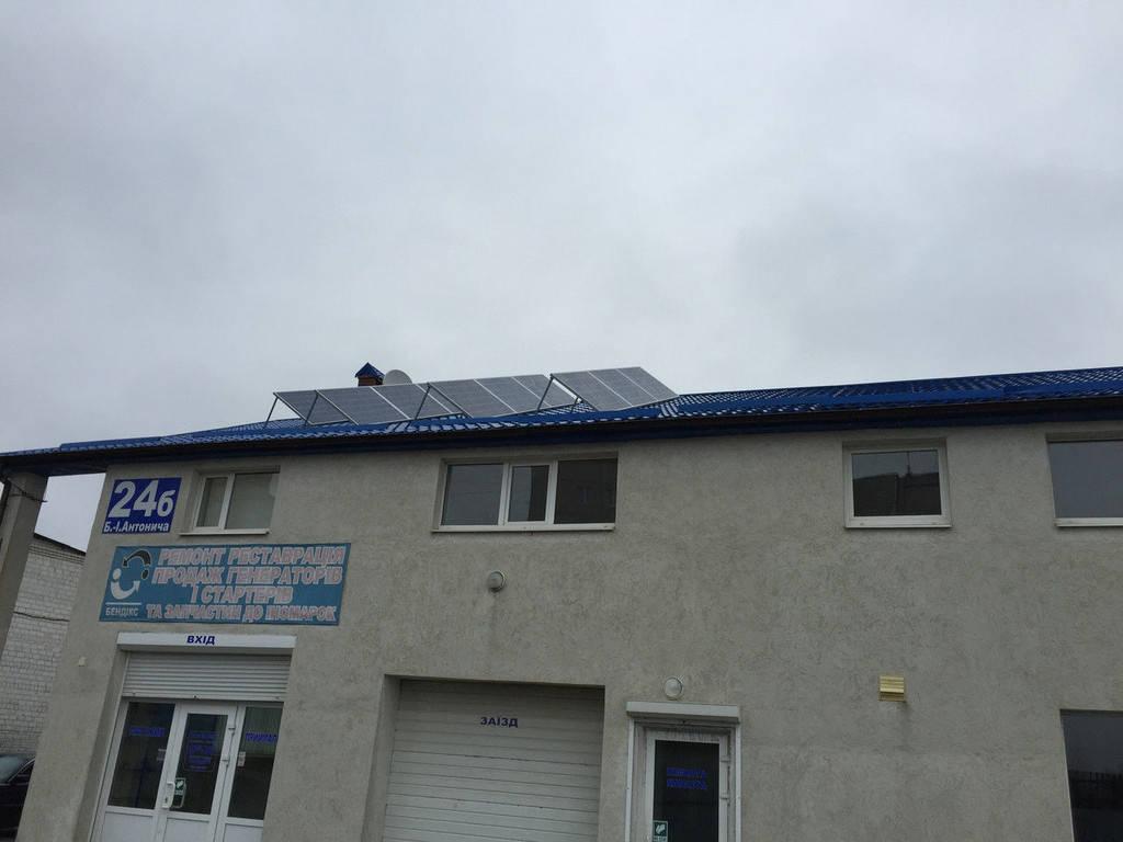 Використали фотомодулі alm-250p ( 20 шт. ) так як нахил даху йде на схід і захід, тому прийняли таке оптимальне розміщення.