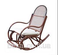 Кресло-качалка из ротанга Бриз-1 с подножкой и подушкой