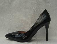 Туфли женские стильные лаковые на шпильке черные