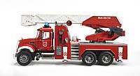 Игрушка Bruder Пожарная машина MACK с выдвижной лестницей и помпой  1:16 (02821)  , фото 1