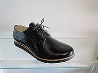 Туфли женские лакированные на шнуровке