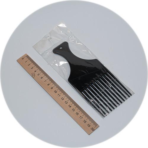 гребень длиной 19 см и зубьями длиной 9 см