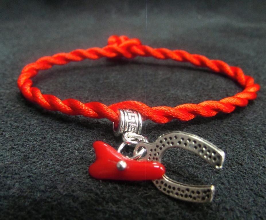 Красная нить.Оберег. Коралл