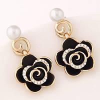 Свисающие сережки - черная роза с жемчугом и стразами