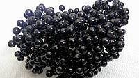 Ягоды глянцевые черные