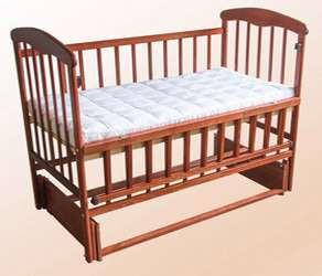 Дитяче ліжечко з маятником і відкидною боковиною