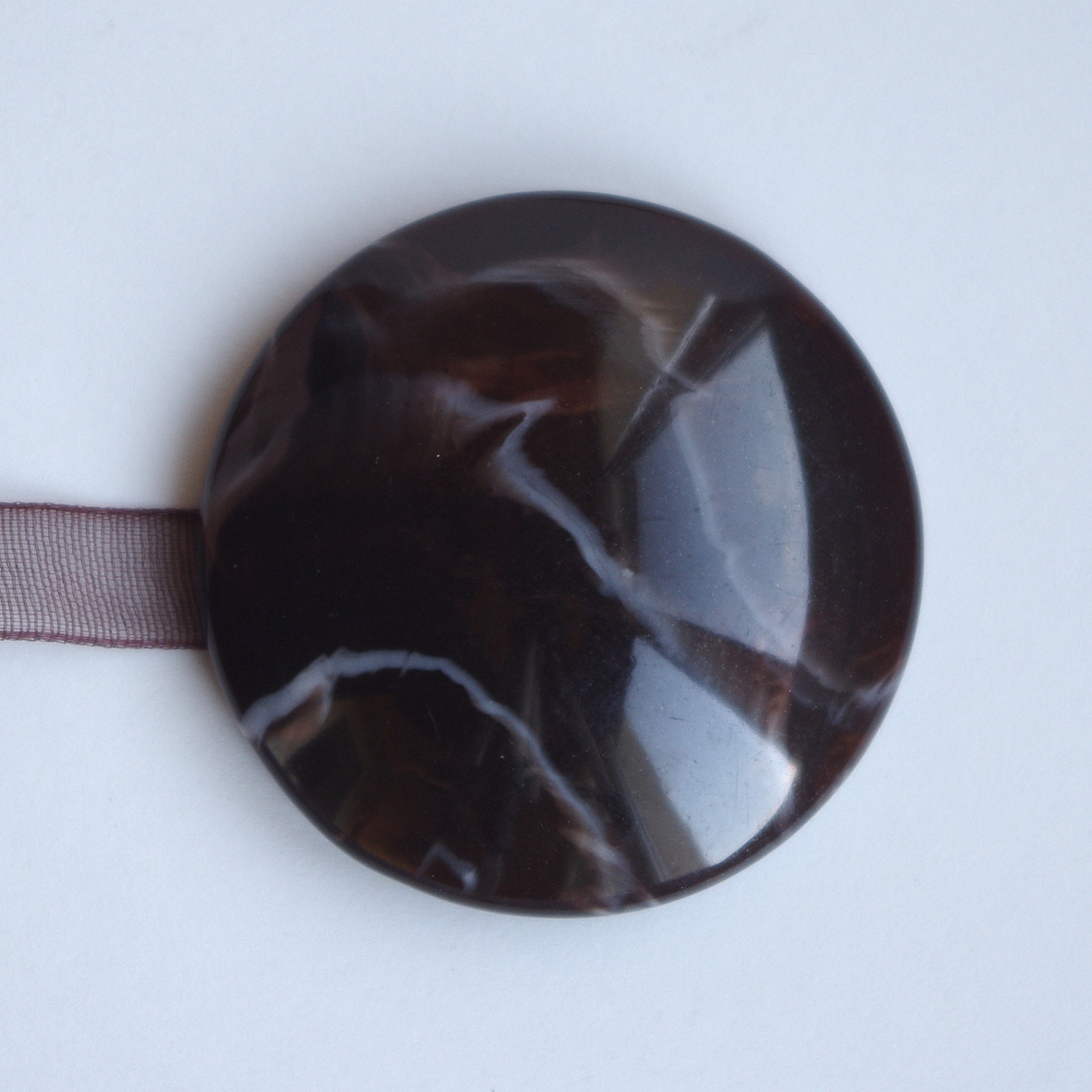 Декоративный магнит для штор и тюлей на ленточке К 66