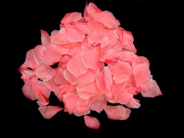 Лепестки роз из ткани розовые 150 шт.