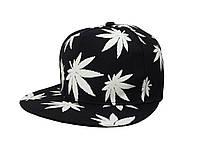Черная кепка с белыми листьями конопли