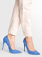 Туфли на шпильке синего цвета