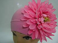 Шапочка розовая с цветком хризантемы
