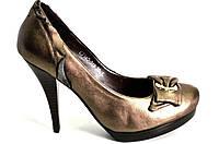 Туфли женские на каблуке из натуральной кожи