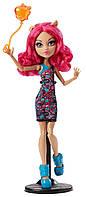 Monster High Кукла Хоулин Вульф из серии Школьная ярмарка Ghoul Fair Howleen Wolf Doll