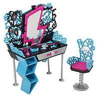 Monster High Игровой набор мебели туалетный столик Фрэнки Frankie´s Vanity Playset