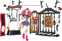 Monster High Рошель Гойл с плейсетом Freak du Chic Circus Scaregrounds and Rochelle Goyle Doll Playset