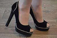Туфли на высоком каблуке с открытым носиком