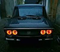 Ангельские глазки на ВАЗ 2106 —красные.