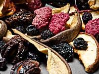 Лесные ягоды и фрукты сушеные.