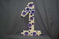 Цифра из пенопласта с цветами
