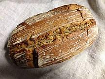 Хлеб с луком и льном